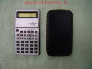 Электроника МК-51 - советский инженерный калькулятор с питанием от литиевого элемента типа ДМЛ-120 (МЛ2325, CR2325).