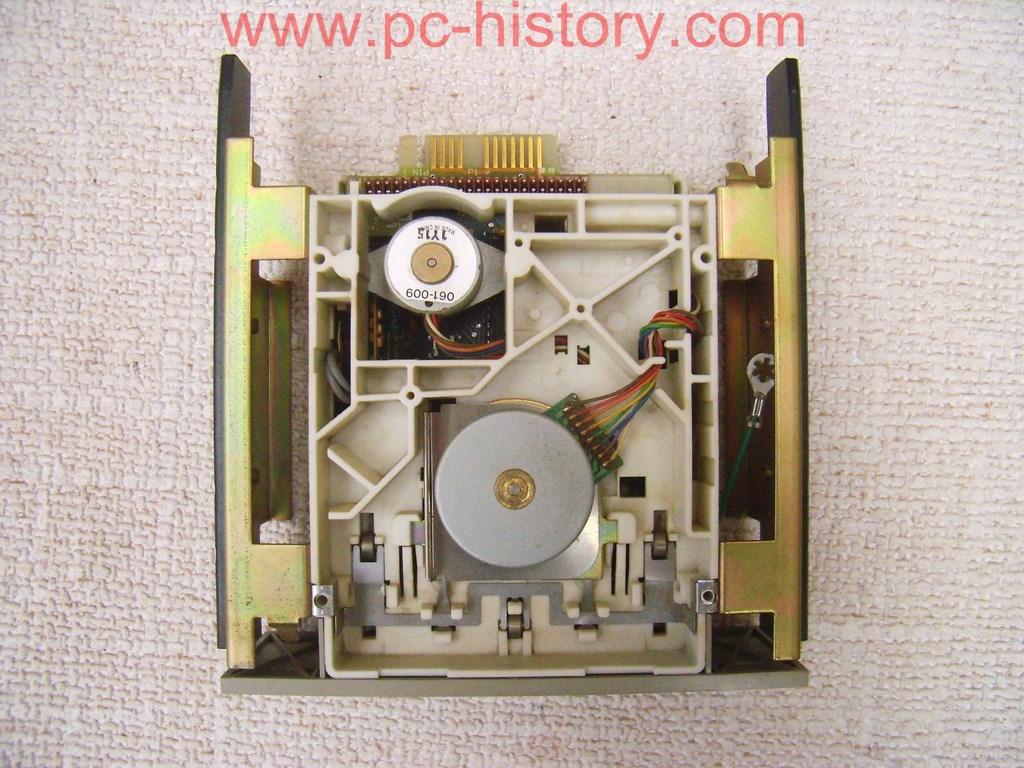 Datoru muzejs » Tape Drive 250 MB S/N BDH0002756